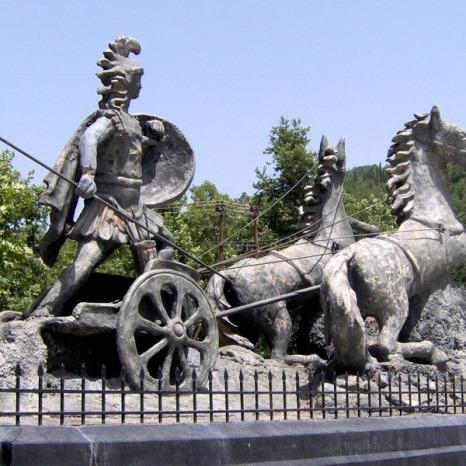 Το άγαλμα του Αχιλλέα στον Άγιο Γεώργιο Τυμφρηστού